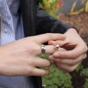Grosse bague métal stylisée double anneaux & boule