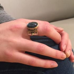 Bague anneau ciselé en argent Labradorite ovale et perles blanches