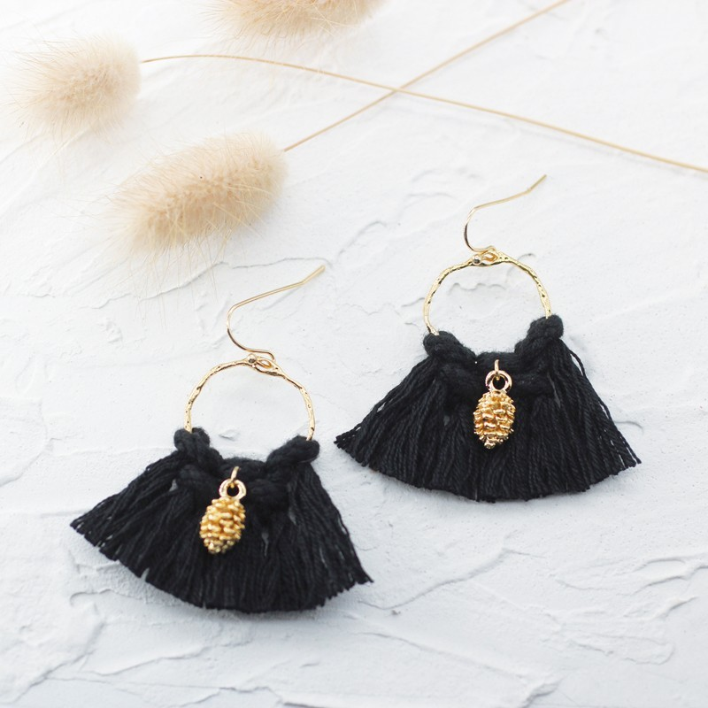 Boucles d'oreilles Créoles tissées Pompons noirs & ananas doré Louise
