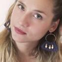 Boucles d'oreilles Créoles tissées Bleu marine doré portées