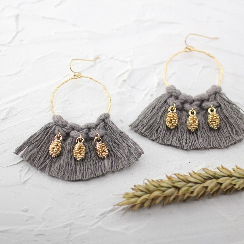 Boucles d'oreilles Créoles tissées Pompons Taupe & ananas Or