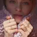 Bague large Trésors aux cinq anneaux stylisée cristaux swarovski en plaquée or
