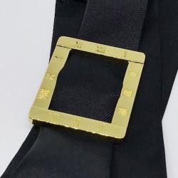 Exemple de bracelet manchette à nouer avec le ruban de soie noir 4 cm
