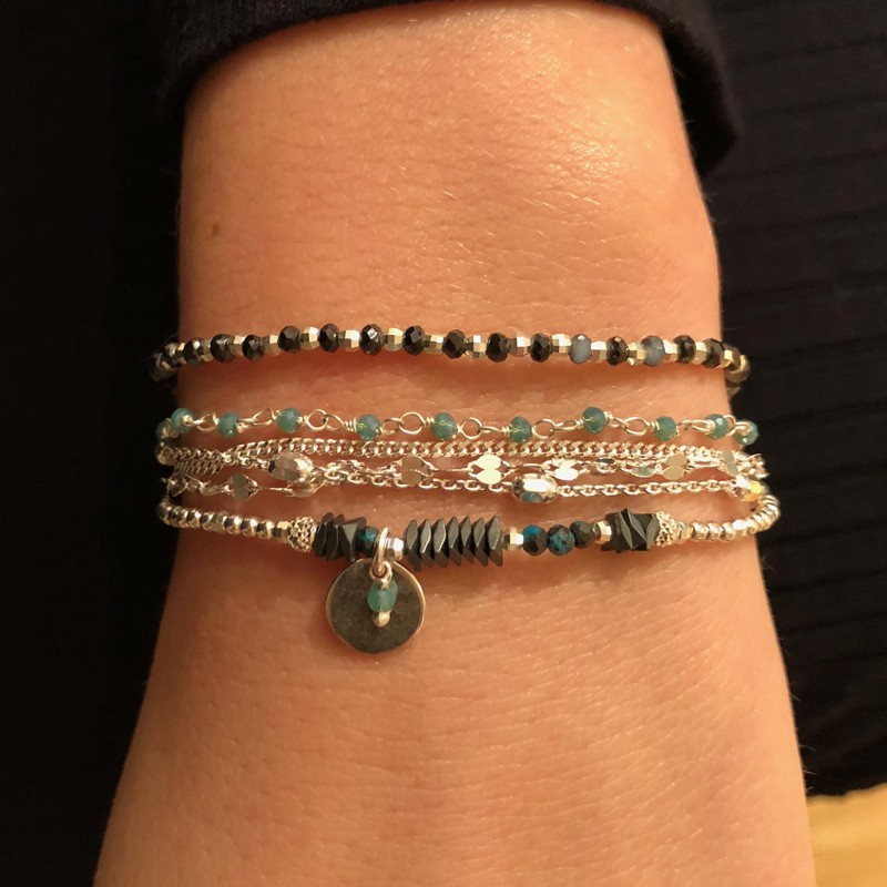 bracelet lastique m daille argent h matites et perles vertes. Black Bedroom Furniture Sets. Home Design Ideas