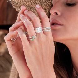 Glissez ces jolies bagues fines signées Doriane Bijoux sur vos doigts !