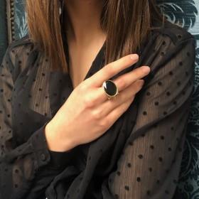 Grosse bague ethnique argent doré - Onyx noir transversale & Perles blanches