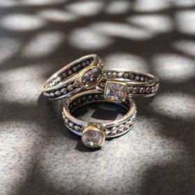 Bague large TRILOGIE argent doré - Trois anneaux boules & Trois zircons blancs de chez CANYON