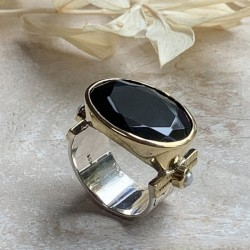 Grosse bague ethnique argent doré - Onyx noir transversal & Perles blanches TAILLE 56